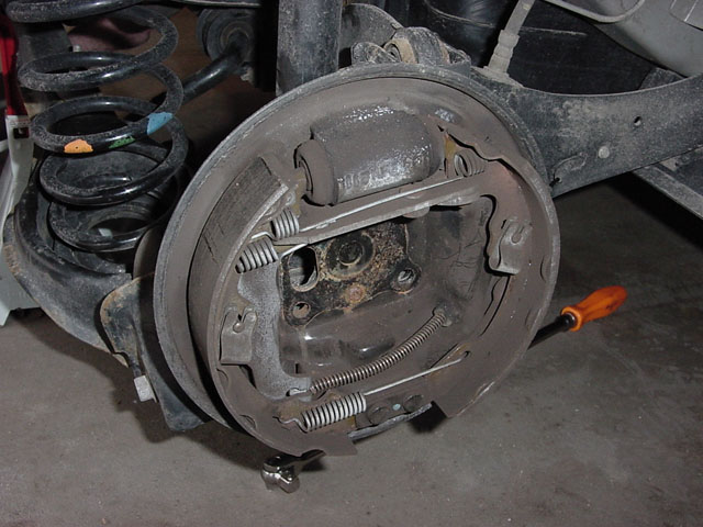 Replacing rear drum brake shoes - Focus HacksFocus Hacks